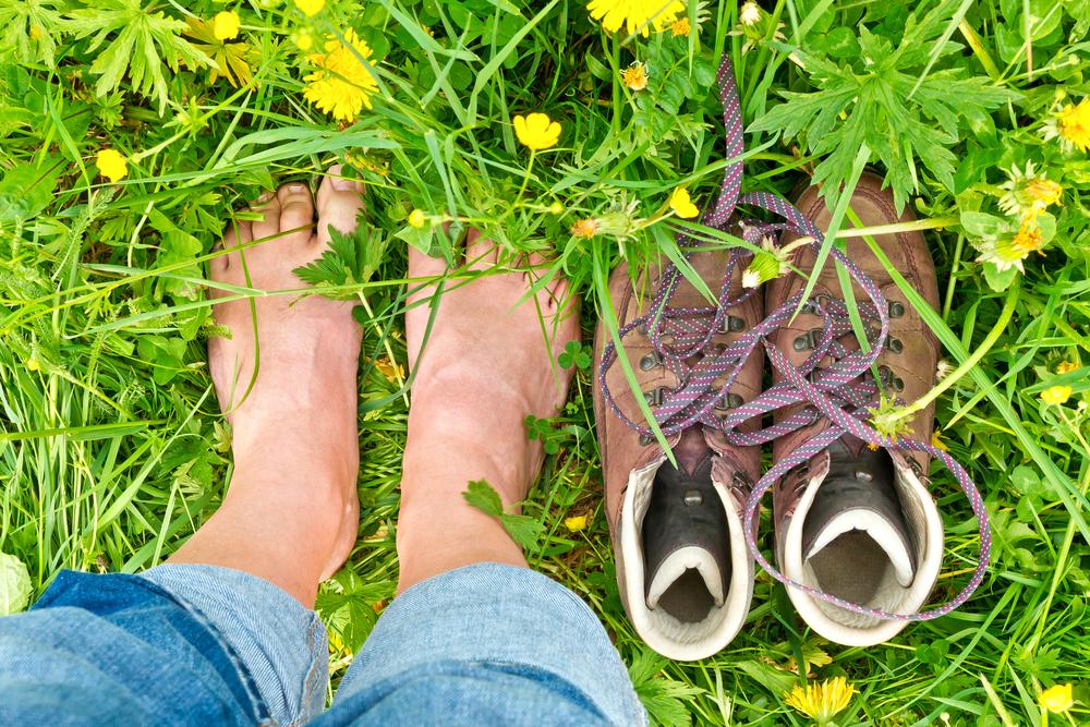 Польза ходьбы босиком по земле