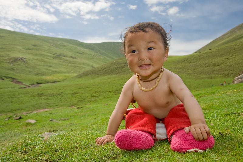 Молодой житель Тибета. У него никогда не будет горной болезни.