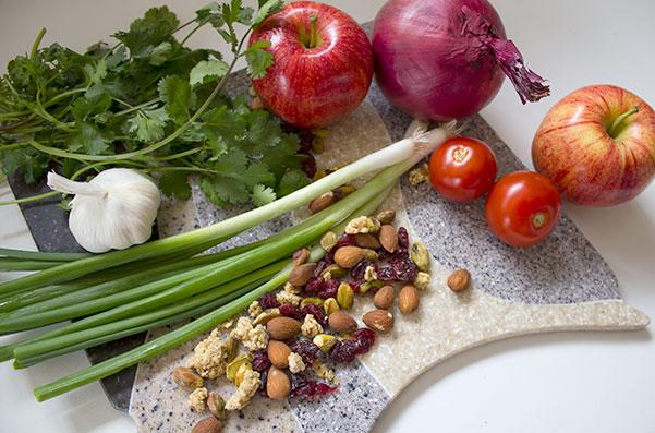 Продукты питания, содержащие флавоноиды рутин и кверцетин.